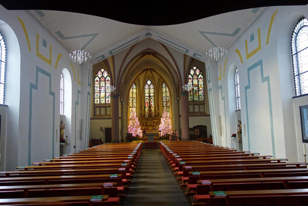 Kirche St. Matthäus - weihnachtlich geschmückt - Weihnacht 2020
